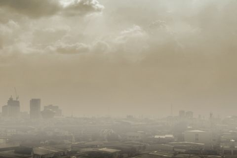 Sky, Atmospheric phenomenon, Haze, Cloud, Atmosphere, Daytime, Mist, Fog, Urban area, Morning,