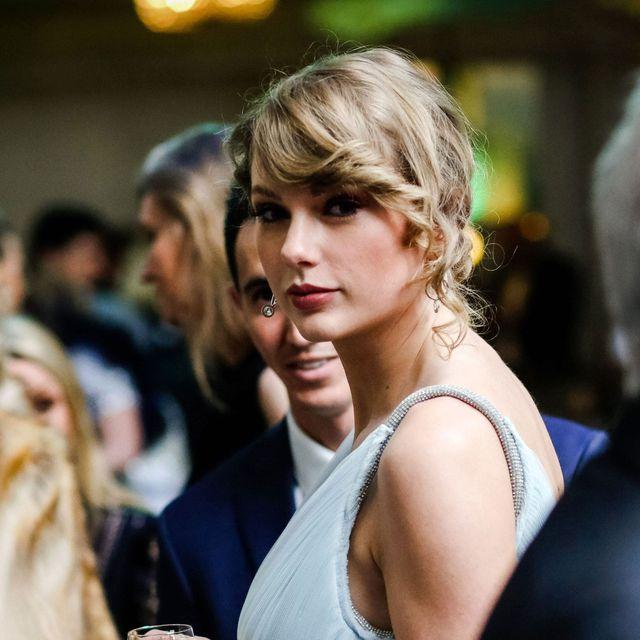 Hair, Shoulder, Beauty, Hairstyle, Blond, Fashion, Lip, Street fashion, Dress, Photography,