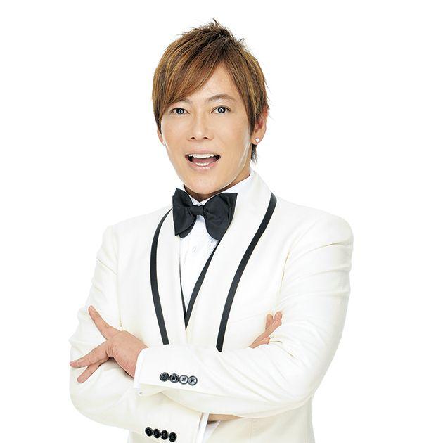 Formal wear, Suit, Arm, Tuxedo, White-collar worker, Neck, Uniform, Gesture, Tie, Smile,