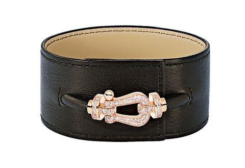Fashion accessory, Belt buckle, Buckle, Belt, Beige, Bracelet, Jewellery, Material property, Leather,