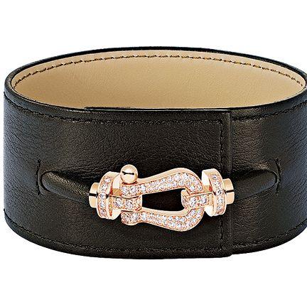 Fashion accessory, Belt buckle, Belt, Buckle, Beige, Jewellery, Bracelet, Material property, Leather,