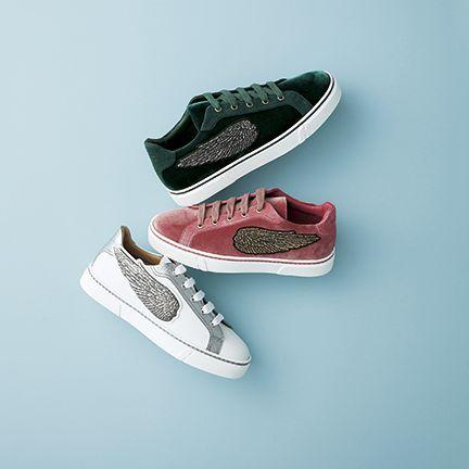 Footwear, White, Shoe, Sneakers, Walking shoe, Sportswear, Athletic shoe, Outdoor shoe, Plimsoll shoe, Skate shoe,