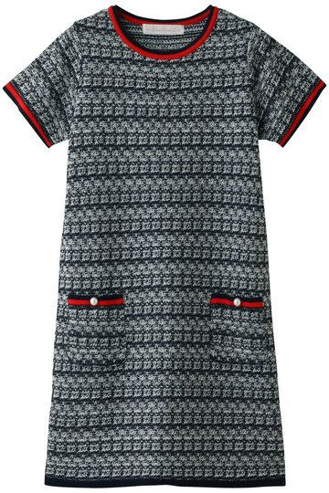 Clothing, T-shirt, Black, Sleeve, Grey, Active shirt, Pattern, Neck, Top, Outerwear,