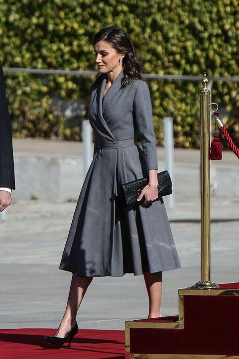 Clothing, Outerwear, Formal wear, Dress, Coat, Style, Street fashion, Bag, Fashion, Blazer,