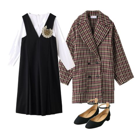 Clothing, White, Black, Outerwear, Sleeve, Dress, Robe, Collar, Coat, Formal wear,