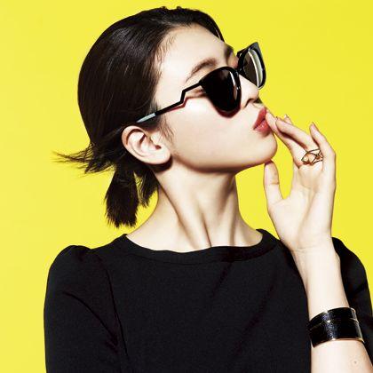 Eyewear, Hair, Sunglasses, Glasses, Yellow, Cool, Lip, Beauty, Vision care, Shoulder,