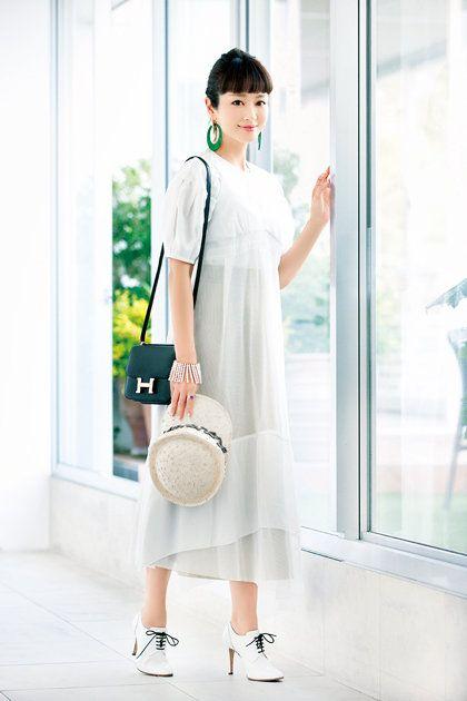 White, Clothing, Shoulder, Sleeve, Joint, Neck, Waist, Collar, Dress, Fashion,