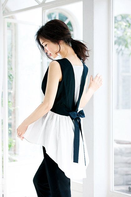 Clothing, White, Black, Shoulder, Waist, Dress, Neck, Fashion, Joint, Sleeveless shirt,