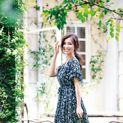 Clothing, Dress, Green, Street fashion, Shoulder, Fashion, Beauty, Fashion model, Yellow, Photo shoot,