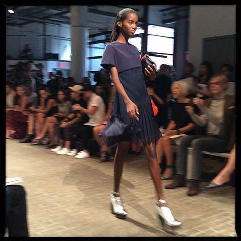 Leg, Shoulder, Human leg, Fashion show, Style, Fashion model, Runway, Knee, Street fashion, Fashion,