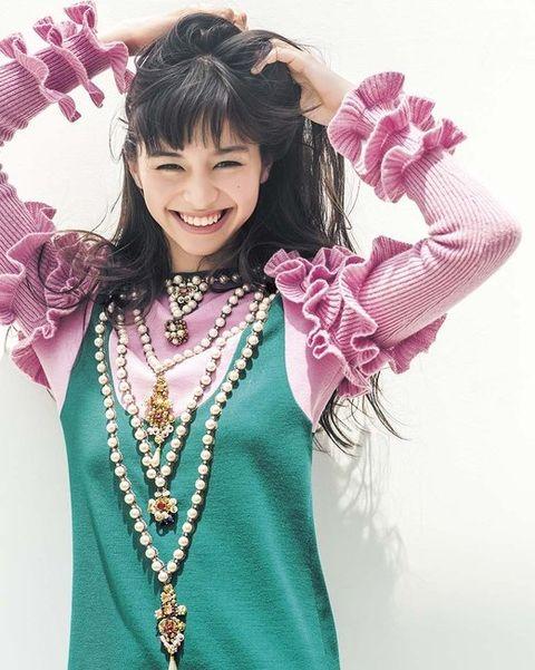 Mouth, Jewellery, Pink, Style, Fashion accessory, Fashion, Magenta, Body jewelry, Necklace, Fashion design,