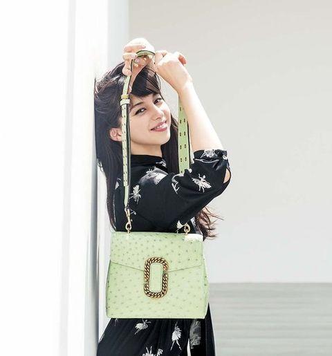 Sleeve, Human body, Hand, Bag, Elbow, Fashion accessory, Waist, Fashion, Street fashion, Luggage and bags,