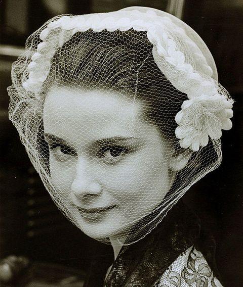 Hairstyle, Forehead, Eyebrow, Style, Headgear, Monochrome, Portrait, Bridal accessory, Vintage clothing, Portrait photography,