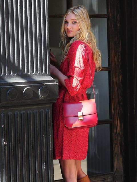 Clothing, Shoulder, Bag, Style, Street fashion, Beauty, Fashion, Maroon, Luggage and bags, Blond,