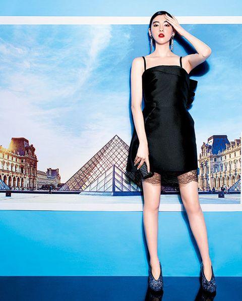Dress, Shoulder, Human leg, Joint, High heels, One-piece garment, Style, Fashion model, Waist, Cocktail dress,