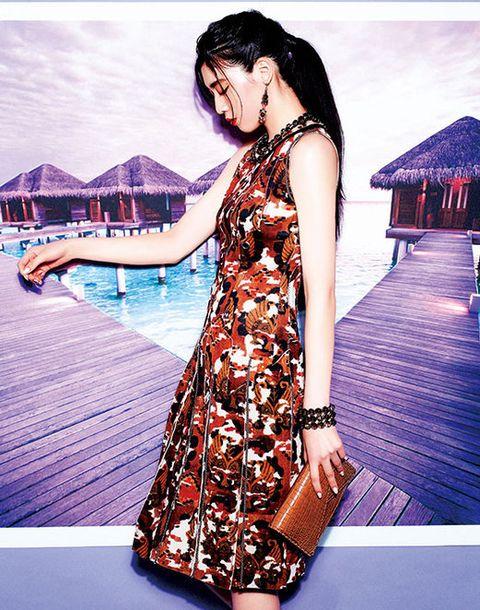 Shoulder, Dress, One-piece garment, Beauty, Fashion, Day dress, Pattern, Black hair, Waist, Street fashion,