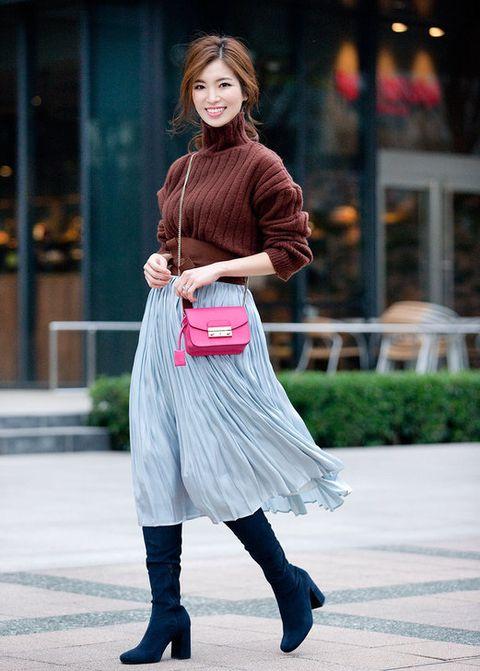Leg, Sleeve, Shoulder, Textile, Joint, Outerwear, Style, Street fashion, Boot, Waist,