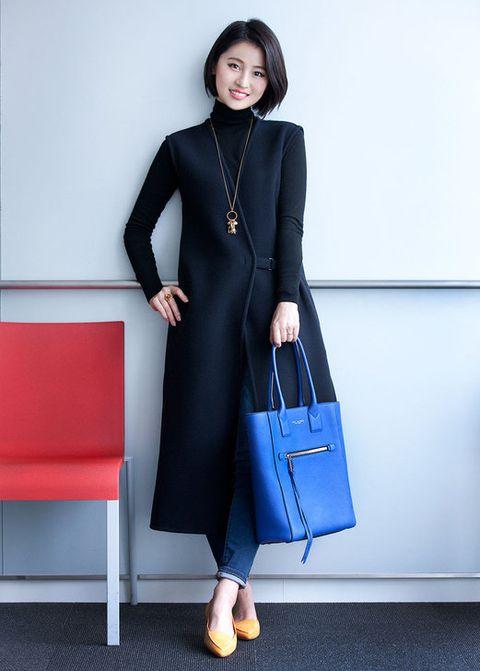 Clothing, Blue, Sleeve, Shoulder, Textile, Joint, White, Dress, Style, Bag,