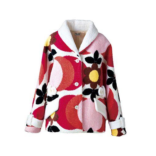 Collar, Sleeve, Textile, Pattern, Carmine, Maroon, Blazer, Costume design, Button, Fashion design,