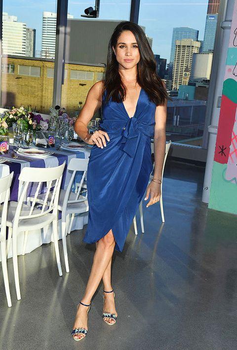 Human leg, Shoulder, Dress, Joint, One-piece garment, Electric blue, Day dress, Cocktail dress, Thigh, High heels,