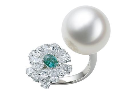 Jewellery, Body jewelry, Gemstone, Fashion accessory, Pearl, Ring, Platinum, Engagement ring, Silver, Diamond,
