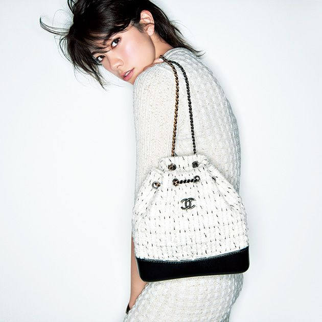 White, Shoulder, Clothing, Joint, Neck, Outerwear, Waist, Bag, Photography, Sweater,