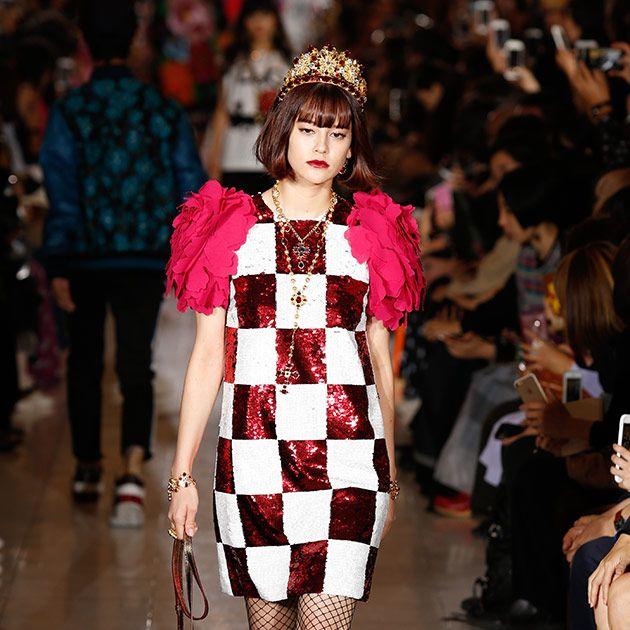 Fashion model, Fashion, Fashion show, Runway, Clothing, Public event, Event, Haute couture, Design, Fashion design,
