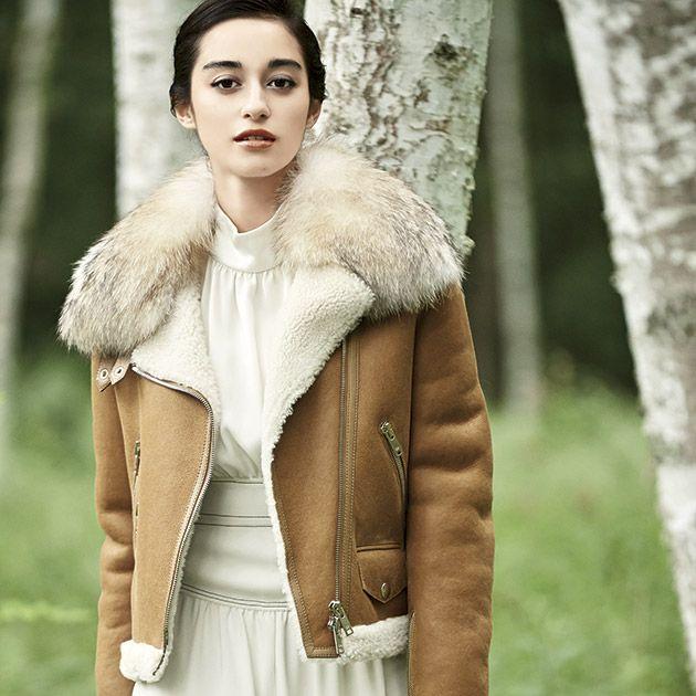 Fur, Clothing, Fur clothing, Skin, Fashion, Beauty, Outerwear, Coat, Textile, Beige,