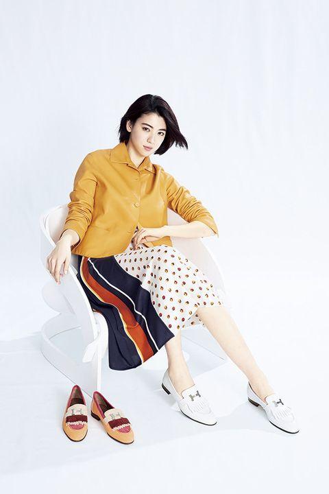 White, Clothing, Yellow, Beauty, Footwear, Leg, Fashion, Fashion model, Sitting, Joint,