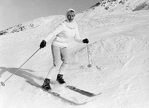 Skier, Ski, Snow, Winter sport, Ski Equipment, Skiing, Alpine skiing, Recreation, Slope, Telemark skiing,
