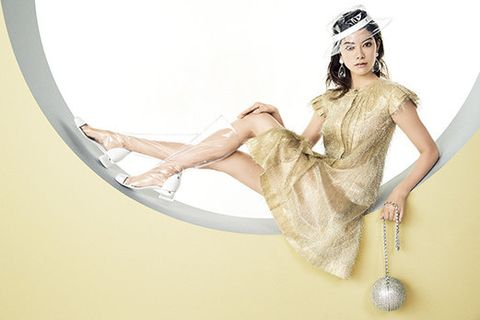 Headpiece, Dress, Hair accessory, Headgear, Photography, Illustration, Fashion accessory, Wedding dress, Photo shoot, Fashion model,
