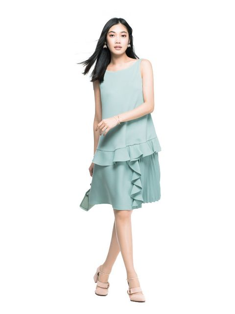 Clothing, Dress, Fashion model, Aqua, Green, Shoulder, Day dress, Turquoise, Waist, Fashion,