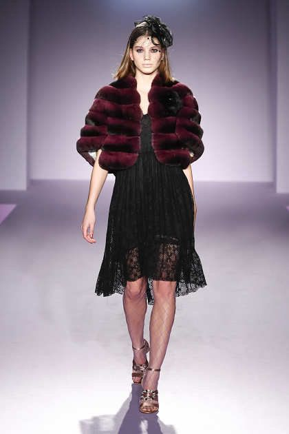 Fashion model, Fashion show, Fashion, Runway, Clothing, Fur, Fur clothing, Fashion design, Shoulder, Outerwear,