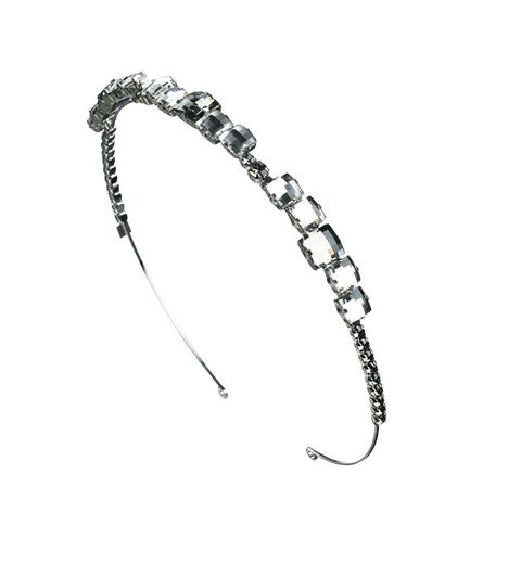 Body jewelry, Fashion accessory, Jewellery, Headpiece, Headgear, Hair accessory, Chain, Silver, Ear, Metal,