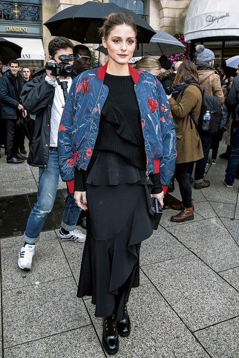 Street fashion, Fashion, Clothing, Snapshot, Outerwear, Coat, Headgear, Haute couture, Street, Fashion design,