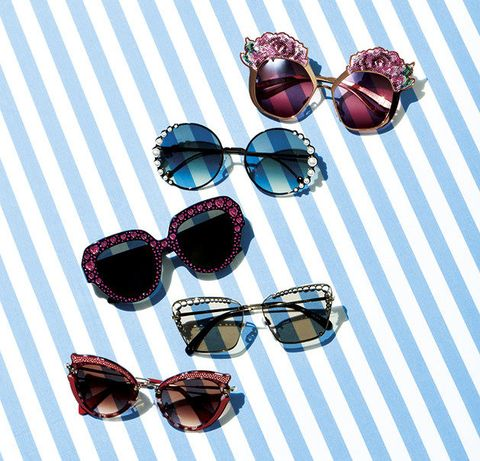 Eyewear, Sunglasses, Glasses, Personal protective equipment, Vision care, Material property, Goggles, Fashion accessory,