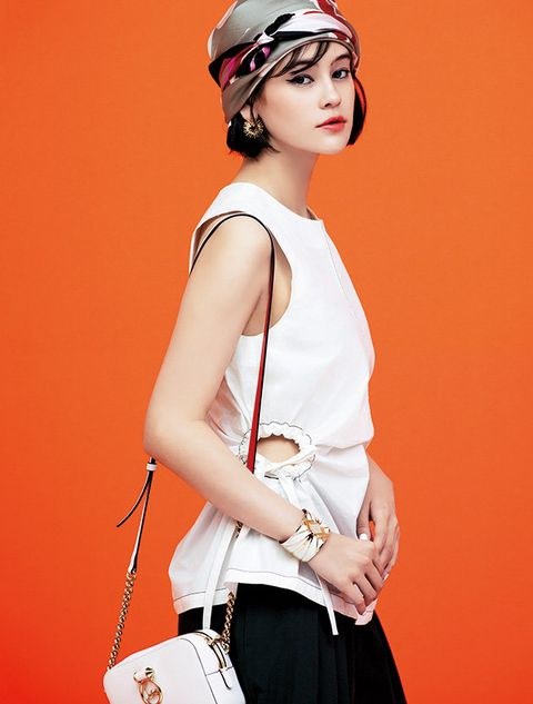 Shoulder, White, Clothing, Orange, Waist, Fashion model, Joint, Fashion accessory, Neck, Satchel,