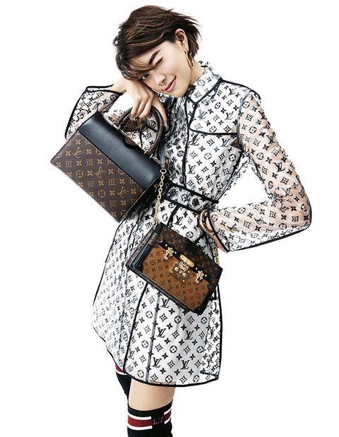 Clothing, Shoulder, Joint, Fashion, Handbag, Outerwear, Bag, Fashion illustration, Fashion model, Sleeve,