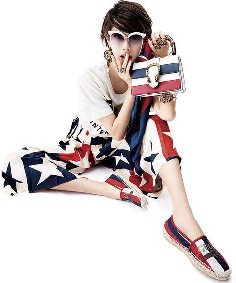 Footwear, Arm, Leg, Joint, Shoe, Font, Muscle, Knee, Fashion accessory, Human leg,
