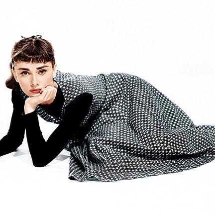 Clothing, Arm, Sleeve, Sitting, Blazer, Photo shoot, Outerwear, Photography, Design, Footwear,