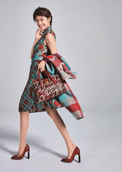 Fashion model, Clothing, Dress, Fashion, Shoulder, Fashion design, Photo shoot, Leg, Model, Footwear,