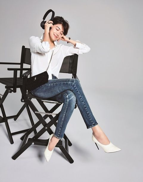 White, Sitting, Clothing, Shoulder, Leg, Jeans, Joint, Waist, Footwear, Denim,
