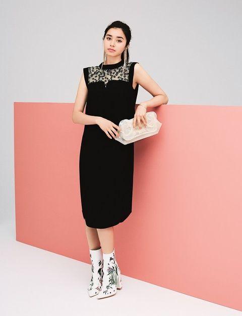 Clothing, Sleeve, Dress, Shoulder, Joint, Human leg, One-piece garment, Style, Day dress, Pattern,