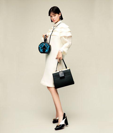 Shoulder, Clothing, Joint, Bag, Fashion, Handbag, Satchel, Neck, Fashion model, Leg,