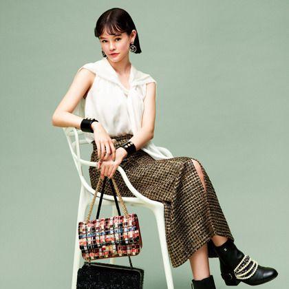 Fashion model, Clothing, Shoulder, Fashion, Handbag, Bag, Footwear, Design, Leg, Dress,