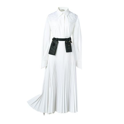 White, Clothing, Dress, Robe, Gown, Outerwear, Sleeve, Fashion, Shoulder, Costume,