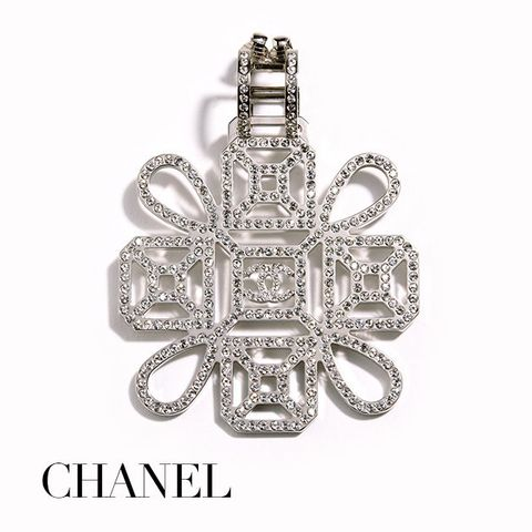 Jewellery, Fashion accessory, Pendant, Diamond, Silver, Body jewelry, Metal, Platinum, Crystal, Gemstone,