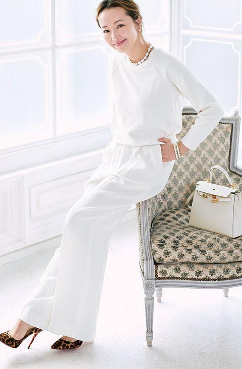 White, Clothing, Nightwear, Leg, Pajamas, Dress, Neck, Sleeve, Room, Sitting,