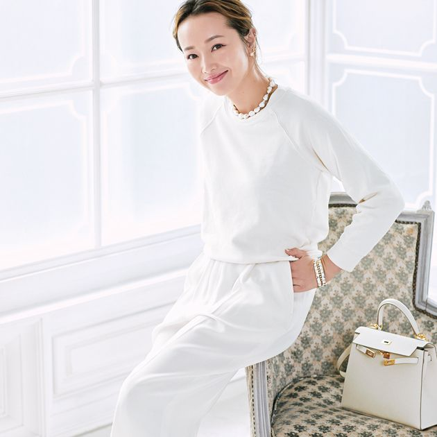 White, Clothing, Nightwear, Leg, Pajamas, Footwear, Dress, Waist, Sleeve, Neck,