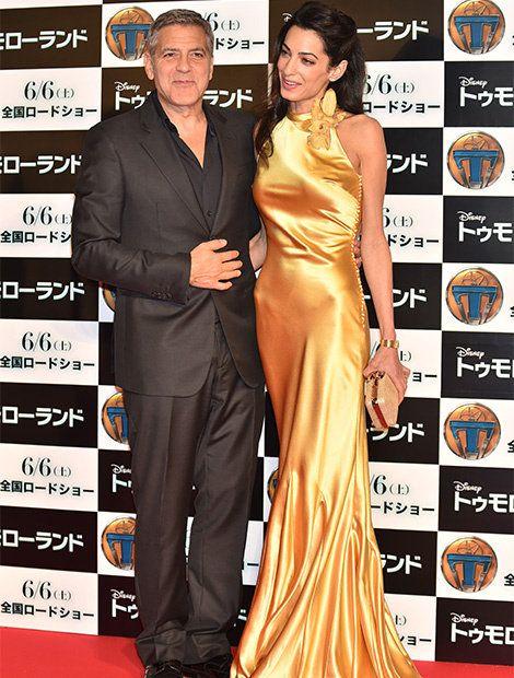 Human, Dress, Coat, Flooring, Outerwear, Formal wear, Premiere, Style, Suit, Carpet,